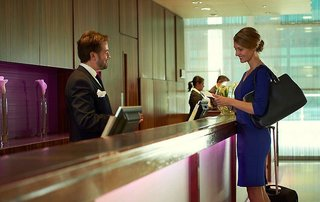 Hotel Crowne Plaza Dubai Lounge/Empfang