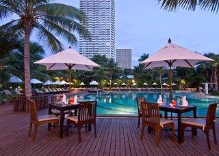 Hotel Ravindra Beach Resort Pool