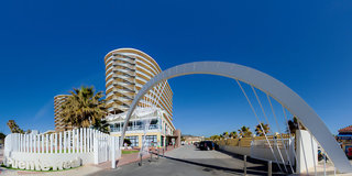Hotel Puente Real Außenaufnahme