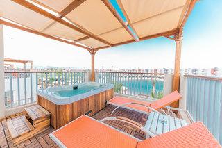 Hotel SUNRISE Grand Select Crystal Bay Resort Wohnbeispiel