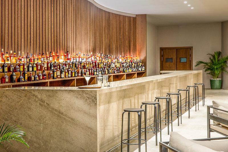 Excellence El Carmen Bar