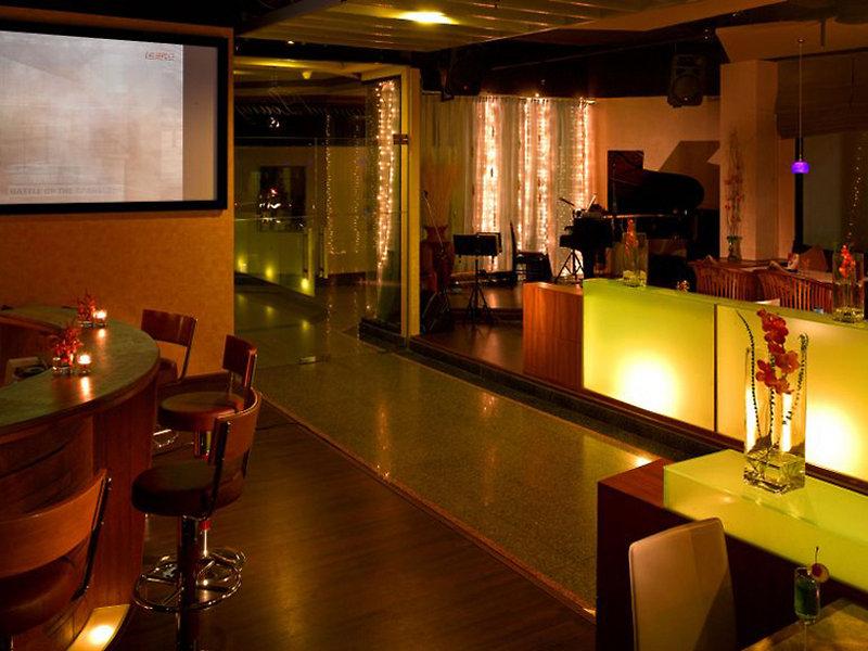 Grand Diamond Suites Hotel Bar