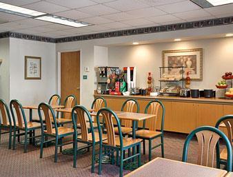 Days Inn & Suites Denver International Airport Frühstücksraum