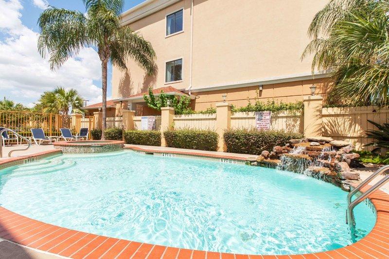 Days Inn & Suites Hobby Airport Pool