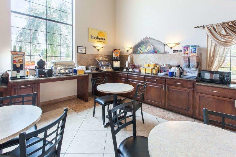 Days Inn & Suites Hobby Airport Bar