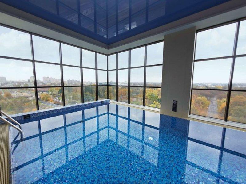 DoubleTree by Hilton Lodz Pool
