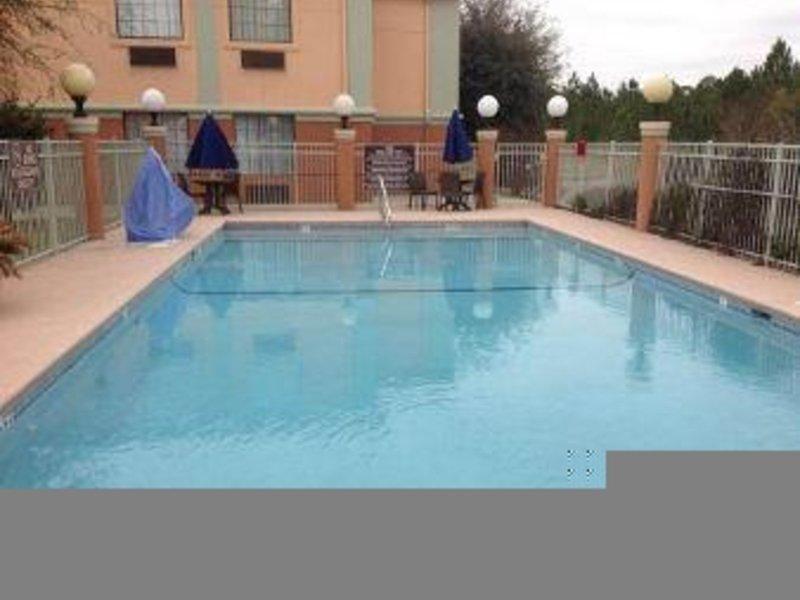 Baymont Inn & Suites Hinesville Fort Stewart Area Pool