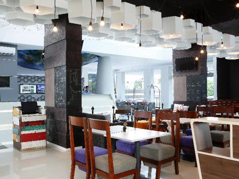 Berry Biz Hotel Restaurant