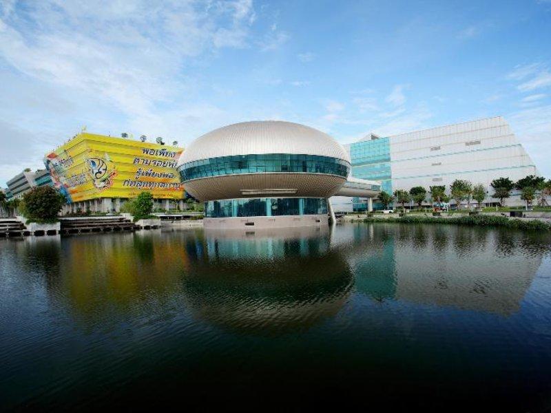 Centra Government Complex Hotel & Convention Centre Außenaufnahme