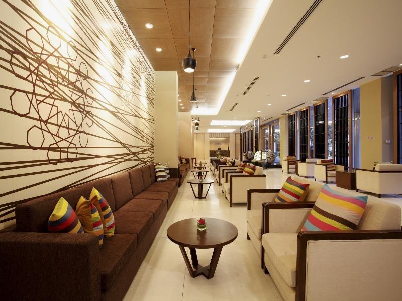 Centra Government Complex Hotel & Convention Centre Bar