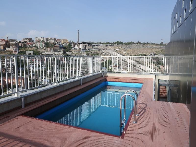 Opera Suite Hotel Pool