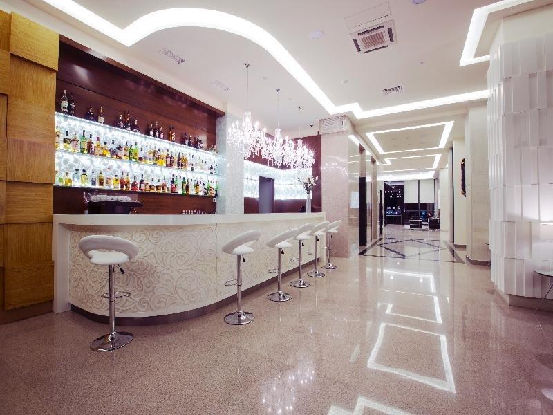 Opera Suite Hotel Bar