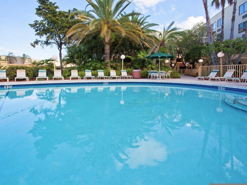 La Quinta Inn & Suites Ft. Lauderdale Cypress Creek Pool