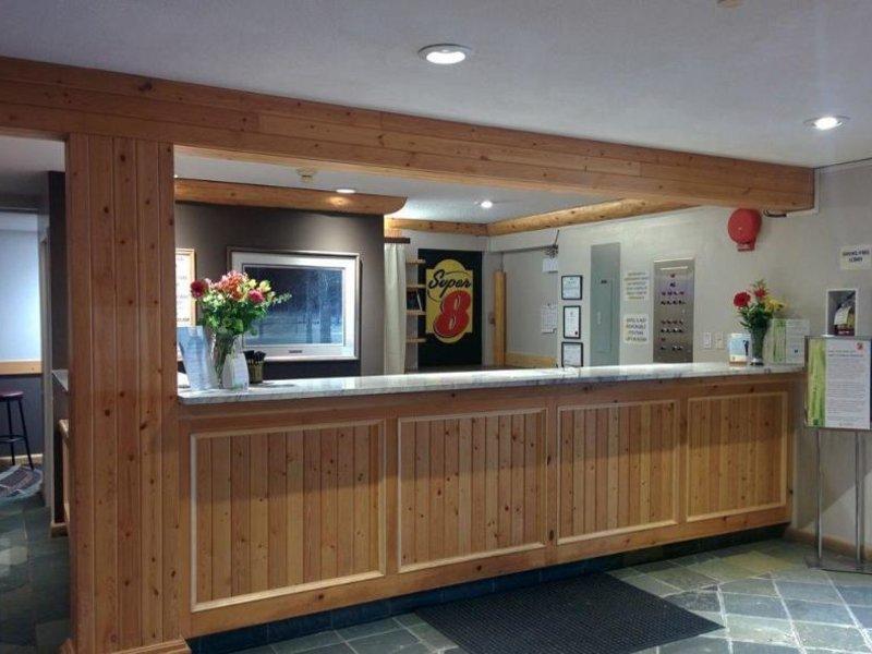 Super 8 Valemount Lounge/Empfang