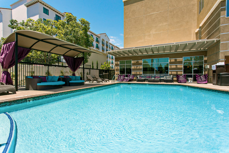 Holiday Inn Express & Suites Anaheim Resort Area Pool