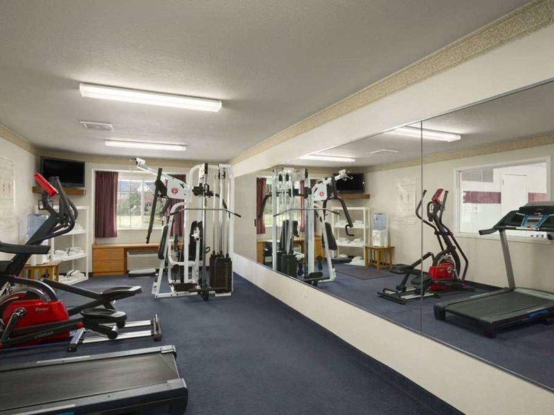 Ramada Limited Bloomington Sport und Freizeit