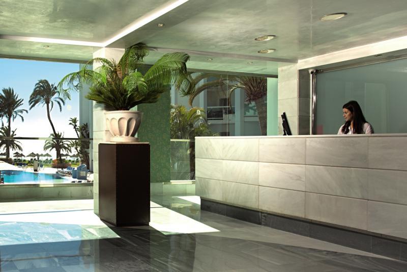ONA Marinas de Nerja Beach & Spa Lounge/Empfang