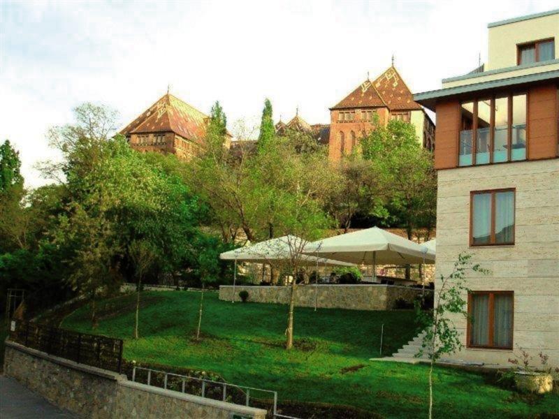 Castle Garden Außenaufnahme