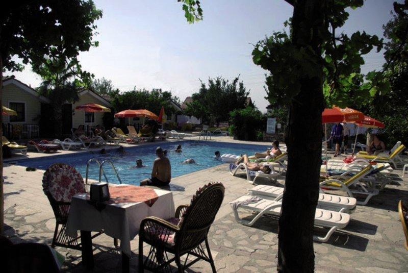 Leda Beach Pool